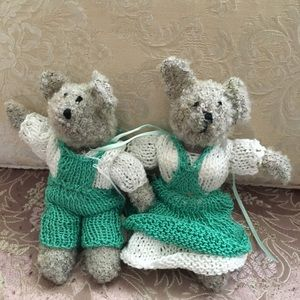 NEW hand knitted ma & pa mouse set